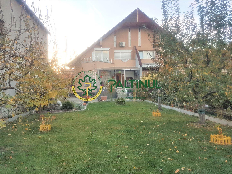 Casă / Vilă cu 5 camere în zona Stefan cel Mare