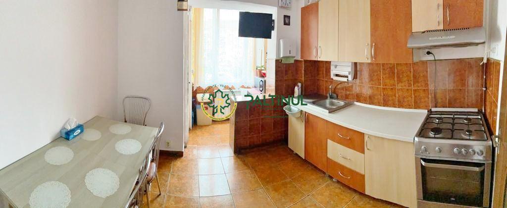 Apartament 3 camere, zona Vasile Aaron