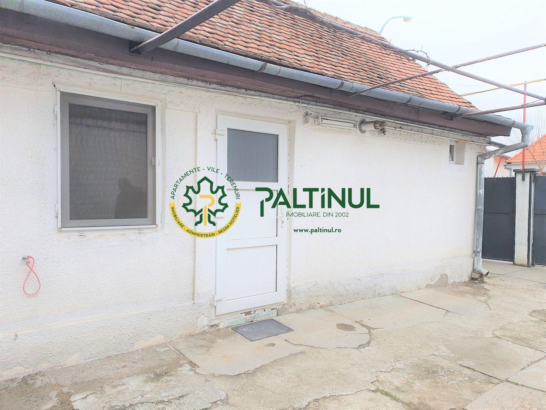 Casa 3 camere zona Piata Cluj curte comuna
