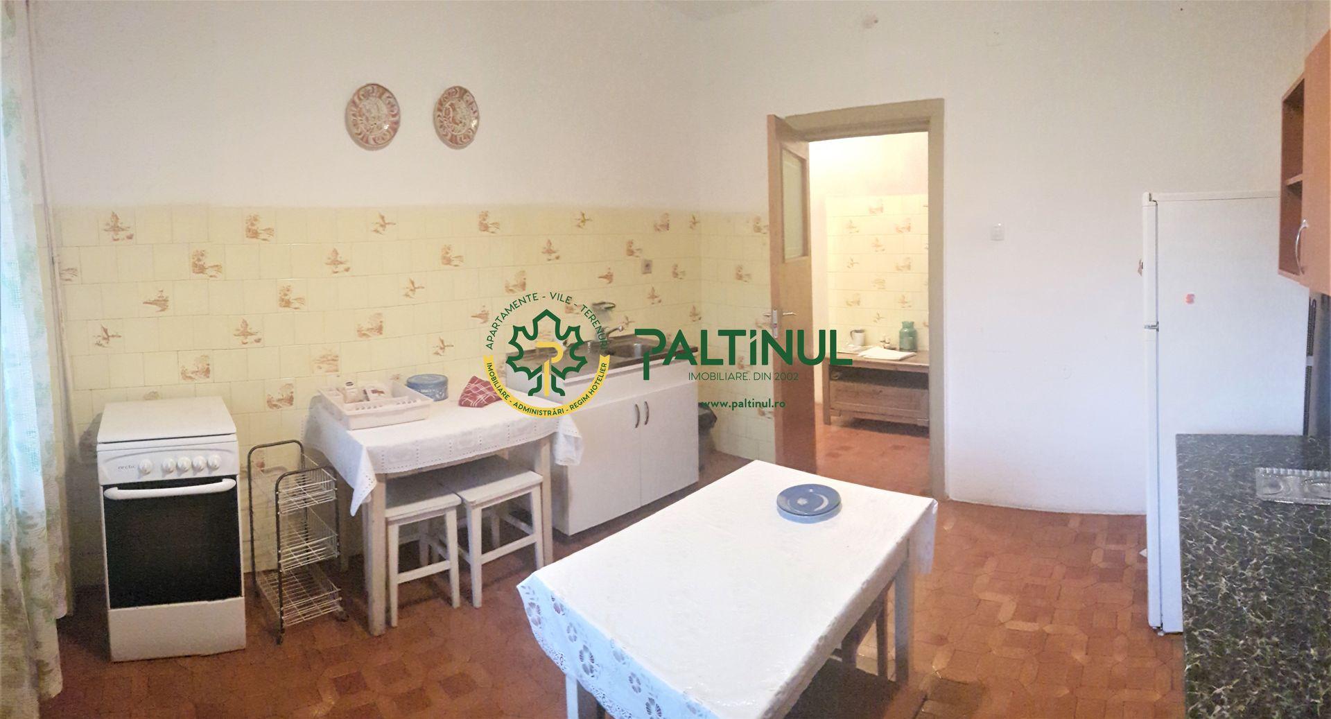 Apartament 3 camere, zona Sub Arini